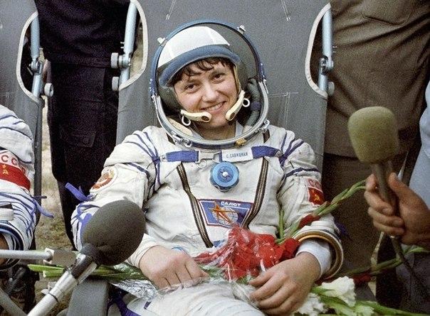 Женщина №1 в открытом космосе . Женщина №2 2