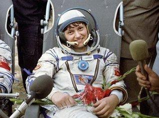 Женщина №1 в открытом космосе